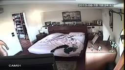 Balla nuda sul letto