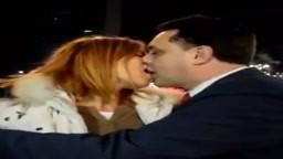 Sara Tommasi bacia Andrea Diprè (360p)