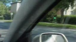 Ragazza Ceca guida una moto in topless