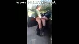 Marchigiano scopa l'amica fuori l'auto