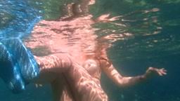 Mia moglie nuota nuda al mare (part 2)