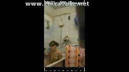 Mia sorella in doccia