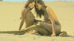 Agata Gintowt and Julie Mai
