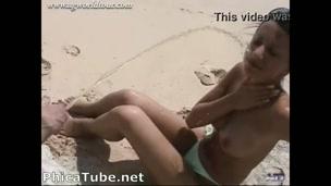 Doccia in spiaggia [phica.net]