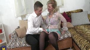 Maturenl - Horny housewife Mirka doing her toyboy