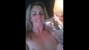 Bottiglia di cagna scopata