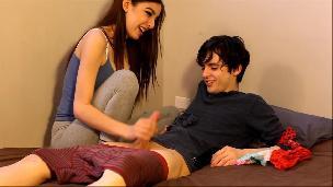 teen caught her roommate sniffing her panties [Phica.net]
