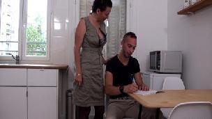 [French Gonzo] Frenchgonzo - Leonie, a cougar teacher motivates her young studentLéonie Citelli