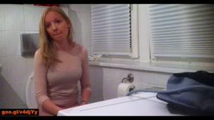 Due tope spiate in bagno