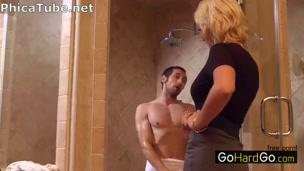 Preso dalla mamma nella doccia [phica.net]