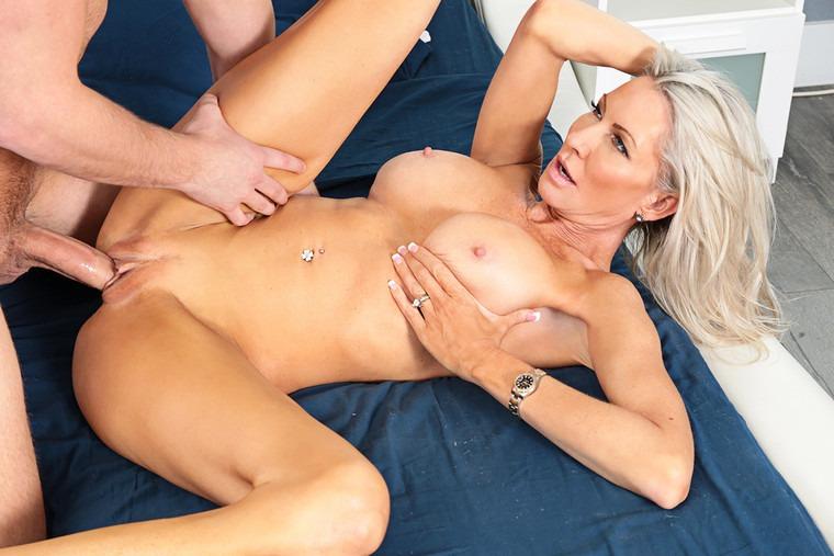 [Seduced By A Cougar] -  Naughty America - Emma Starr,Van Wylde #Blowjob #Bigtits #Blonde #Cowgirl #Milf
